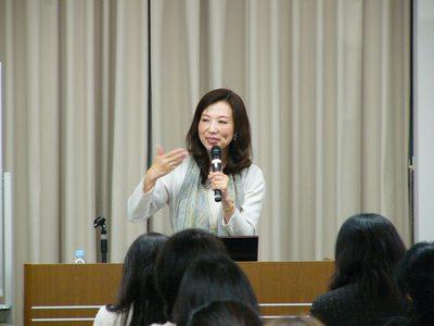 0309nikkei_women.jpg